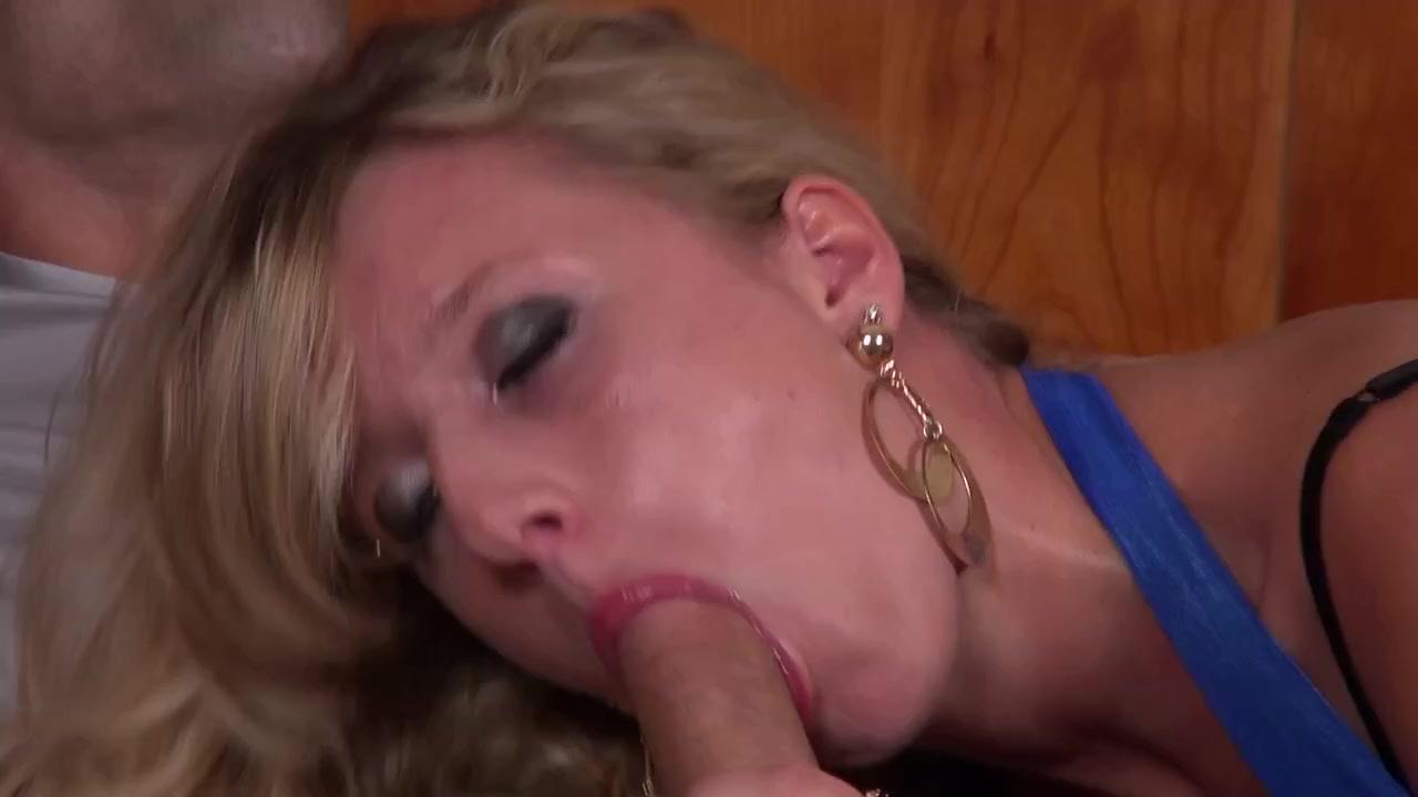 Filles françaises coquines baisent l'autre